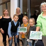 Mit dem Umweltpreis gewann die Klasse 3 a auch 200 Euro für ihre Klassenkasse. (Quelle: MAZ, Peter-Paul Weiler)